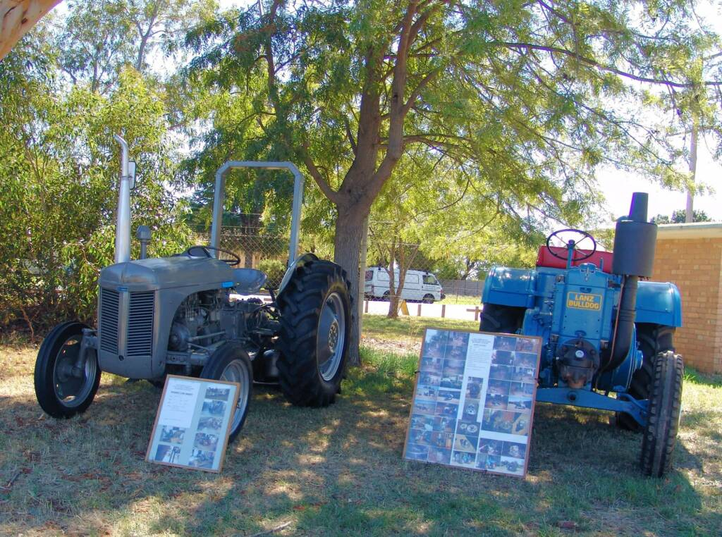 Vintage and restored tractors - Kyabram 2006 Engine Rally