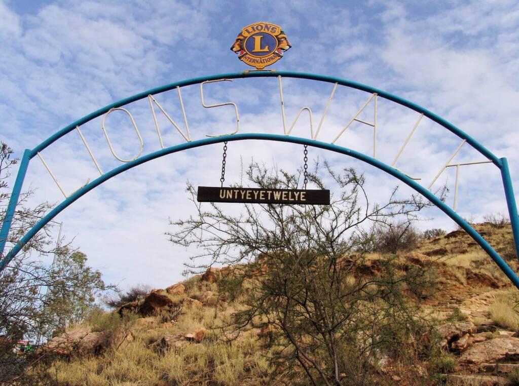 Lions Walk / Untyeyetwelye, Anzac Hill, Alice Springs
