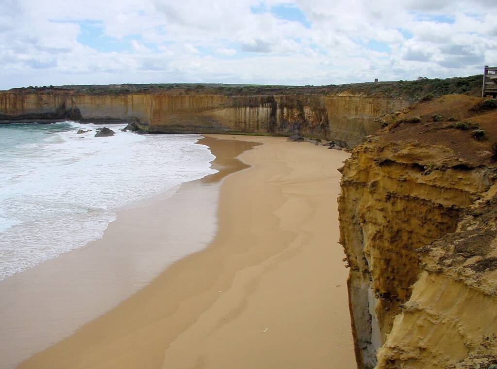 London Bridge Lookout to protected beach, VIC