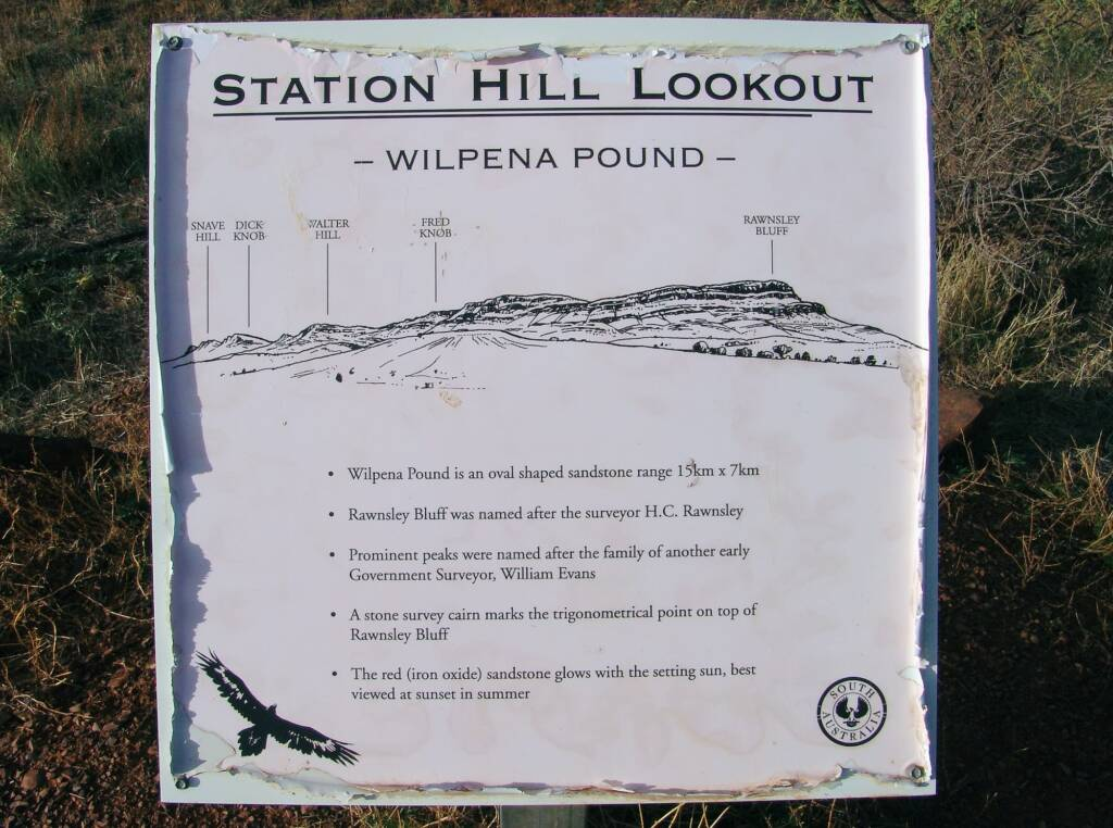 Station Hill Lookout - Wilpena Pound signage